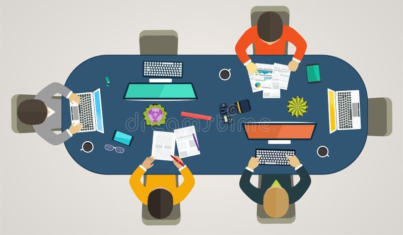 Groepswerk voor computers online Bedrijfsstrategie, ontwikkelingsprojecten, het bureauleven stock illustratie