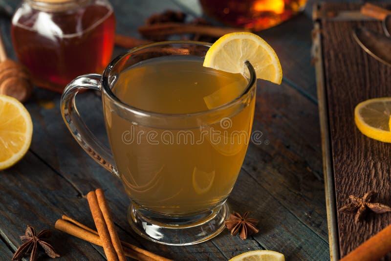 Grog caldo con il limone fotografia stock libera da diritti