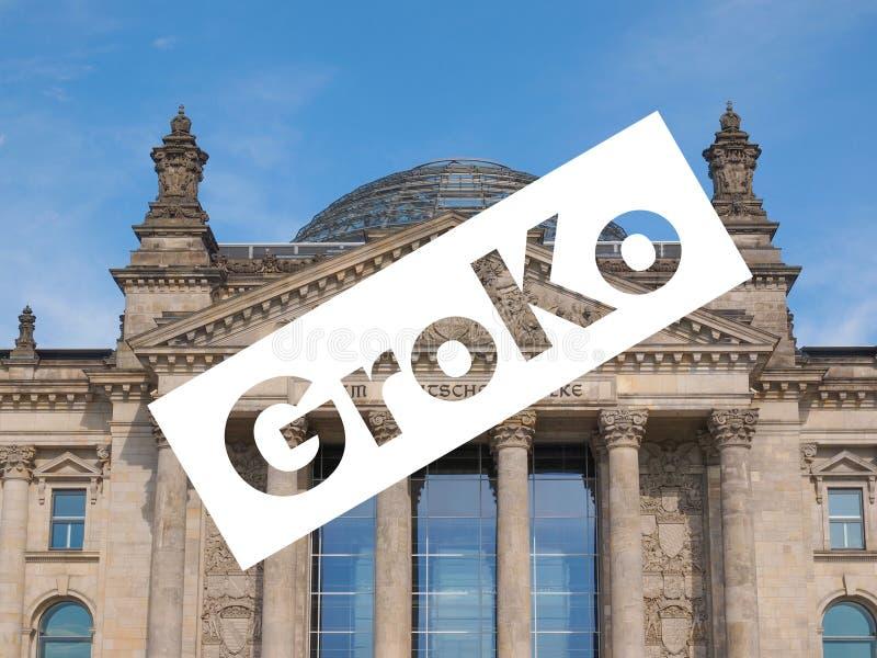 Groko (Grosse Koalition) over Reichstag-het parlement in Berlijn royalty-vrije stock foto's