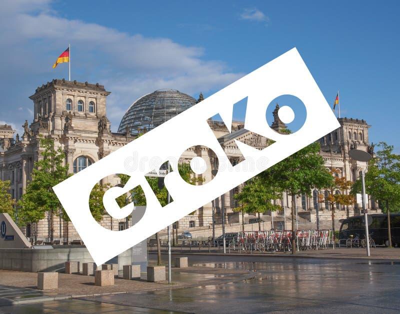 Groko (Grosse Koalition) over Reichstag-het parlement in Berlijn stock afbeeldingen