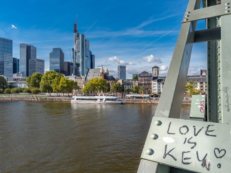 gromadzcy pieniężni Frankfurt linia horyzontu drapacz chmur obraz stock