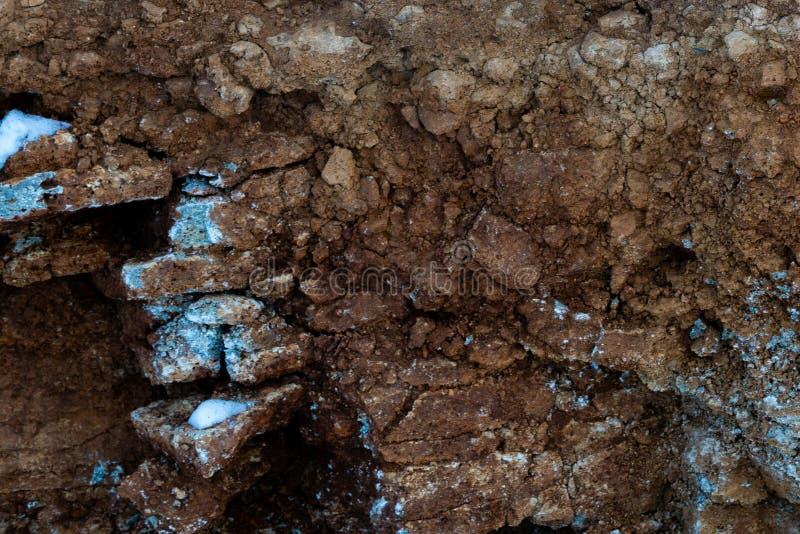 Grond besnoeiing-zandsteen, stenen, klei, zandstructuur en lagen plak van zand met lagen andere structuren Lagen van stock foto's