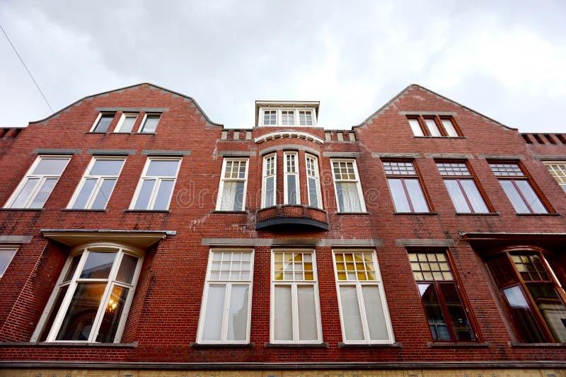 Groningen - fachada da construção de tijolo em Brugstraat fotos de stock