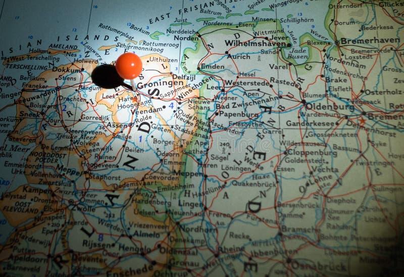 Groningue les Hollandes goupillées sur la carte d'itinéraire images stock