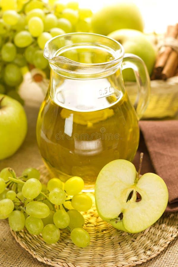Gronowy i jabłczany sok zdjęcie stock