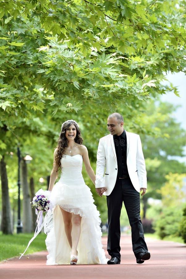 Download Groom невесты напольный стоковое фото. изображение насчитывающей способ - 41661136