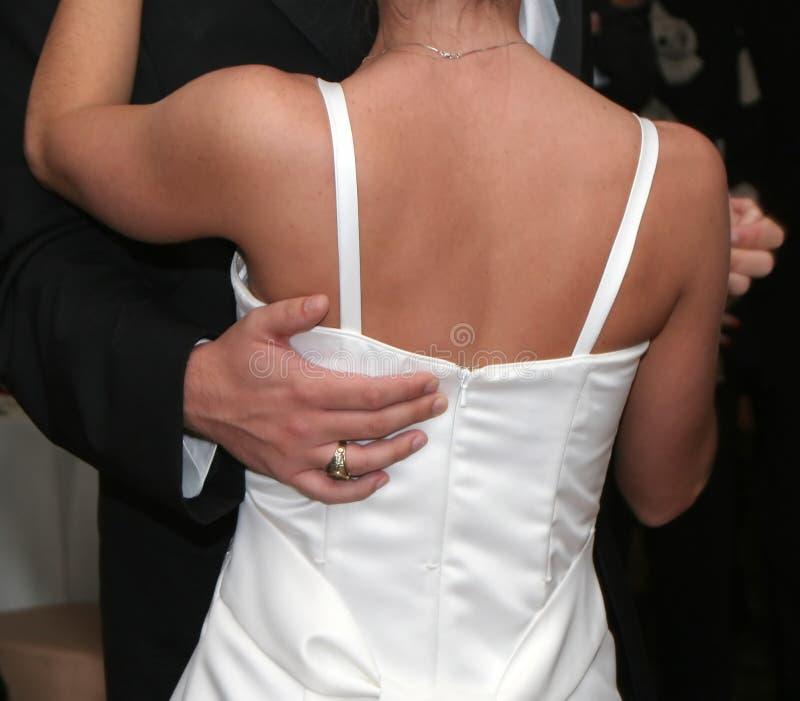 groom танцульки невесты стоковое изображение