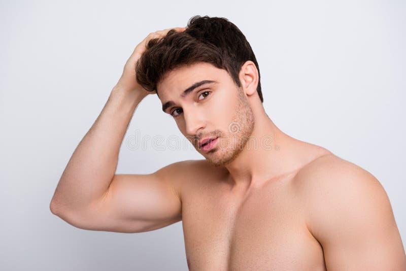 Groomed mima o moisturizi viril do remédio da pessoa dos povos dos olhos côr de avelã fotos de stock royalty free
