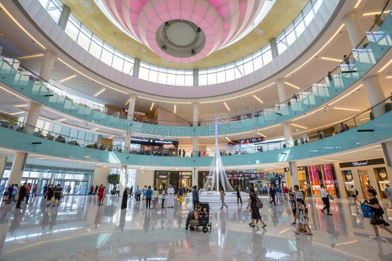 Groot Atrium binnen de Wandelgalerij van Doubai royalty-vrije stock foto