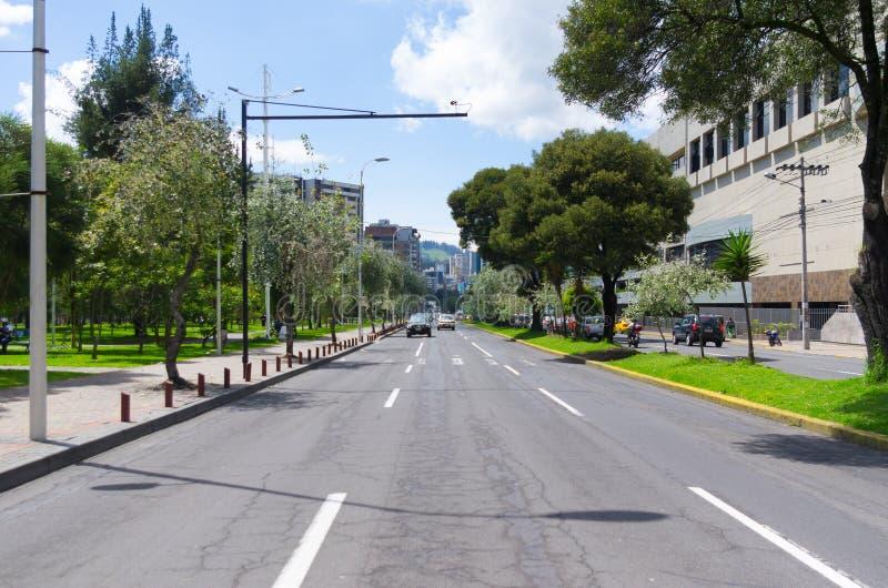 Groot beeld van modern nieuw deel van Quito die mengen zich stock afbeelding
