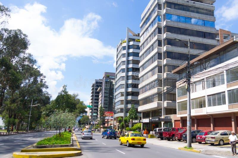 Groot beeld van modern nieuw deel van Quito die mengen zich royalty-vrije stock afbeeldingen