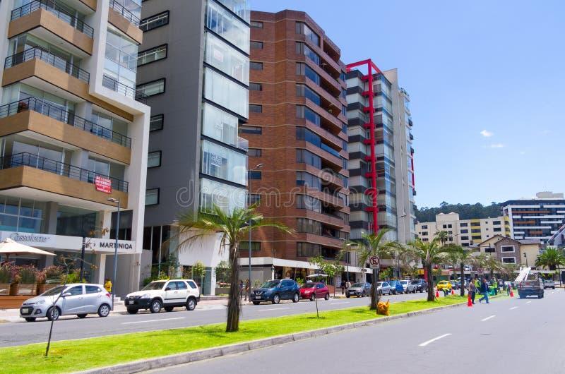 Groot beeld van modern nieuw deel van Quito die mengen zich royalty-vrije stock foto's