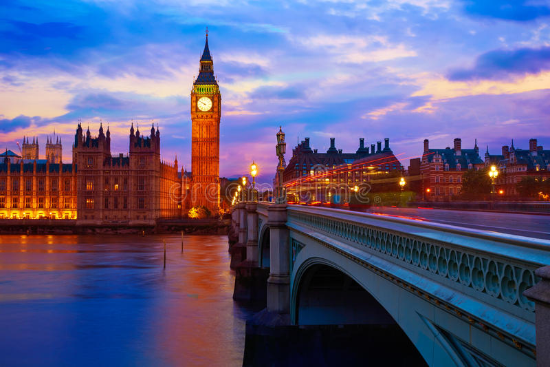 Groot Ben Clock Tower London bij de Rivier van Theems stock afbeeldingen