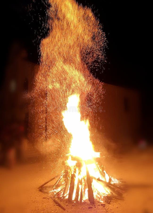 Groot brandend vuur stock afbeelding