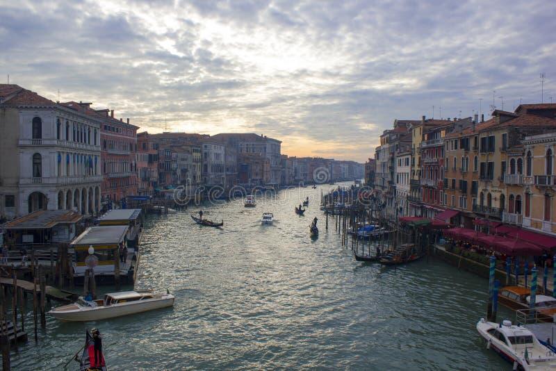 Groot Chanel in Venetië op de winteravond stock afbeeldingen