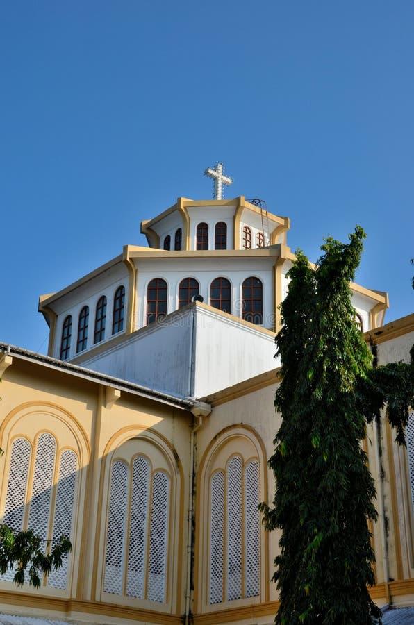 Groot Christelijk kruis op dak van Katholieke St Mary ` s Kathedraal Jaffna Sri Lanka royalty-vrije stock fotografie