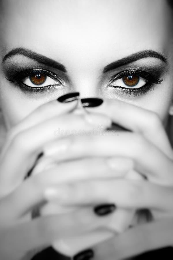 Groot close-upgezicht van mooi meisje met mooie grote bruine ogen, royalty-vrije stock foto's