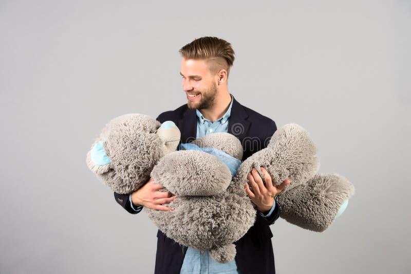 Groot de teddybeer zacht stuk speelgoed van de mensengreep zoals huidig stock foto