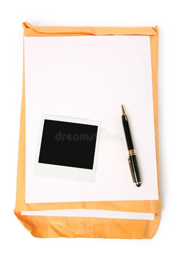 Groot envelop en schrijfpapier stock afbeelding