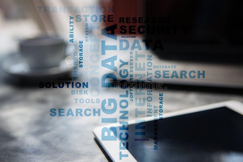 Groot gegevenstechnologie en Internet-concept op het virtuele scherm Woordenwolk stock foto's
