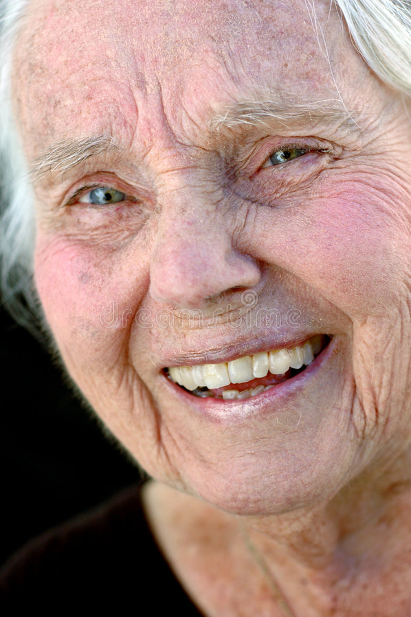 Groot glimlachen - grootmoeder royalty-vrije stock afbeelding