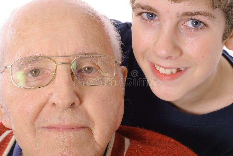 Groot - grootvader en Kleinzoon samen royalty-vrije stock fotografie
