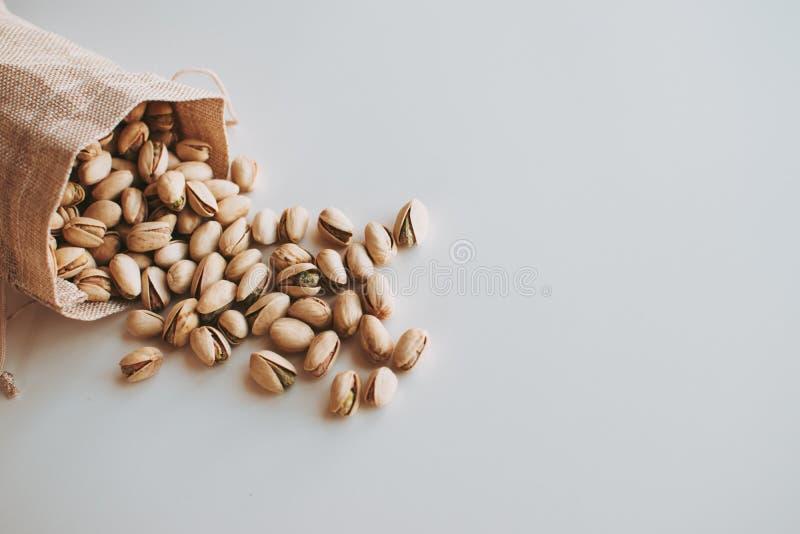 Groot handvol pistaches stock afbeelding