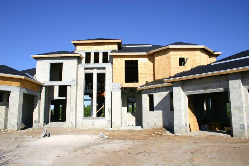 Groot Huis in aanbouw stock foto's