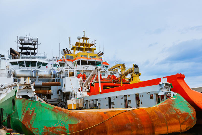 Groot industrieel schip in de haven van Stavanger - Noorwegen stock afbeeldingen