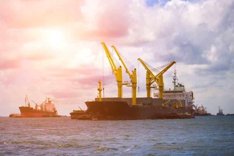 Groot Internationaal Containervrachtschip royalty-vrije stock foto's
