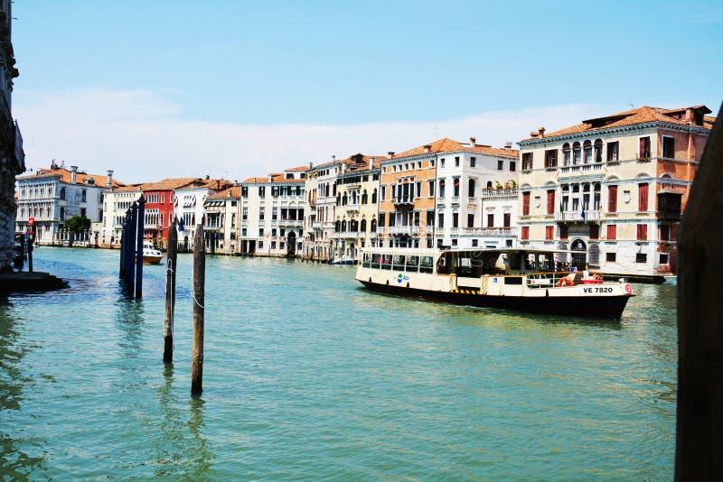 Groot kanaal, veerboot, panorama in Venetië, in Europa royalty-vrije stock fotografie