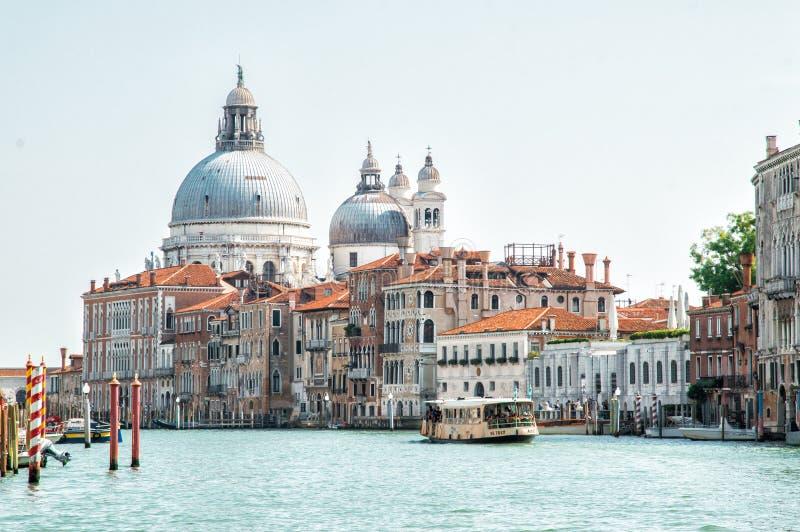 Groot kanaal, Venetië, Italië Basiliek van dellaBegroeting van Santa Maria stock foto