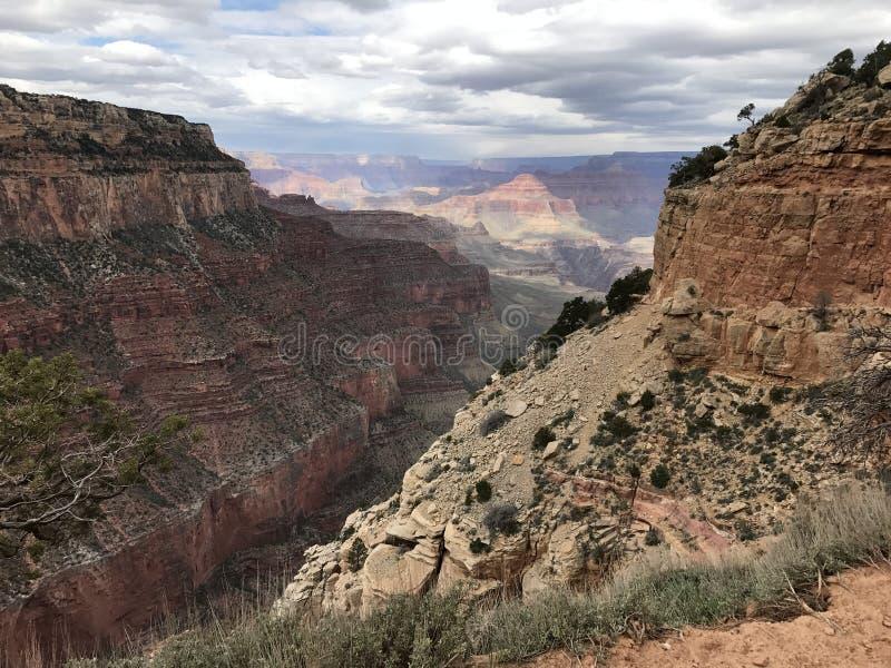 Groot kanjon over het hoofd gezien stock afbeeldingen