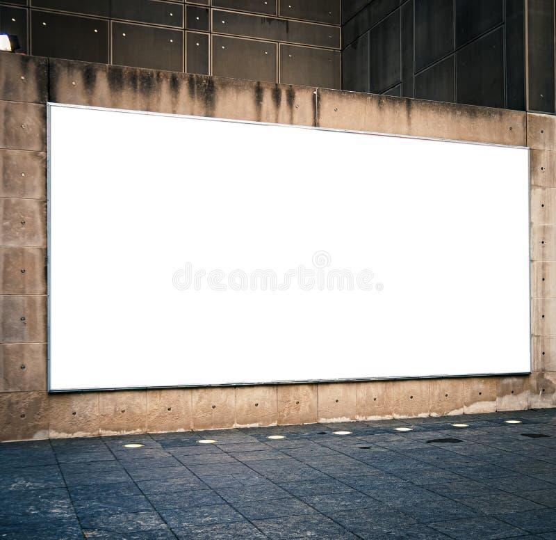 Groot leeg horizontaal reclame bilboard model in stad of stad royalty-vrije stock afbeeldingen