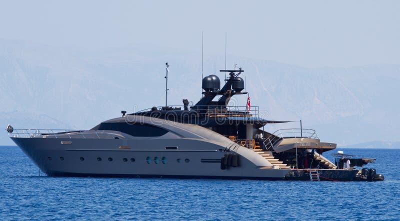 Groot luxe privé jacht op zee. royalty-vrije stock afbeelding
