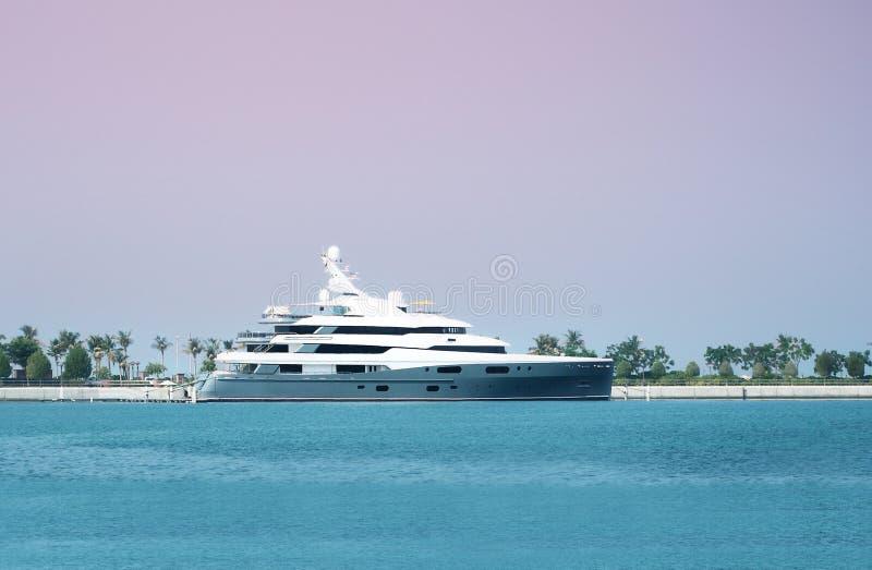 Groot luxejacht stock afbeelding