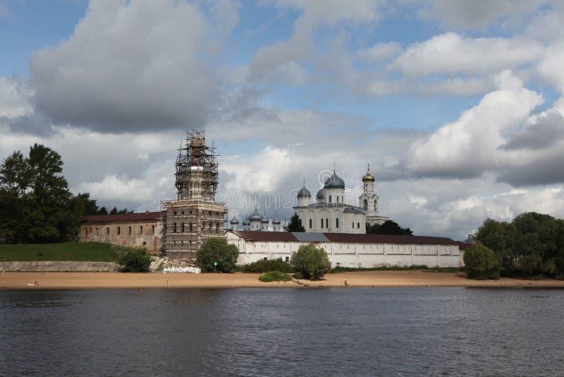 Download Groot Novgorod.Yurev-klooster Met Volkhov. Stock Afbeelding - Afbeelding bestaande uit panorama, landschap: 39104173