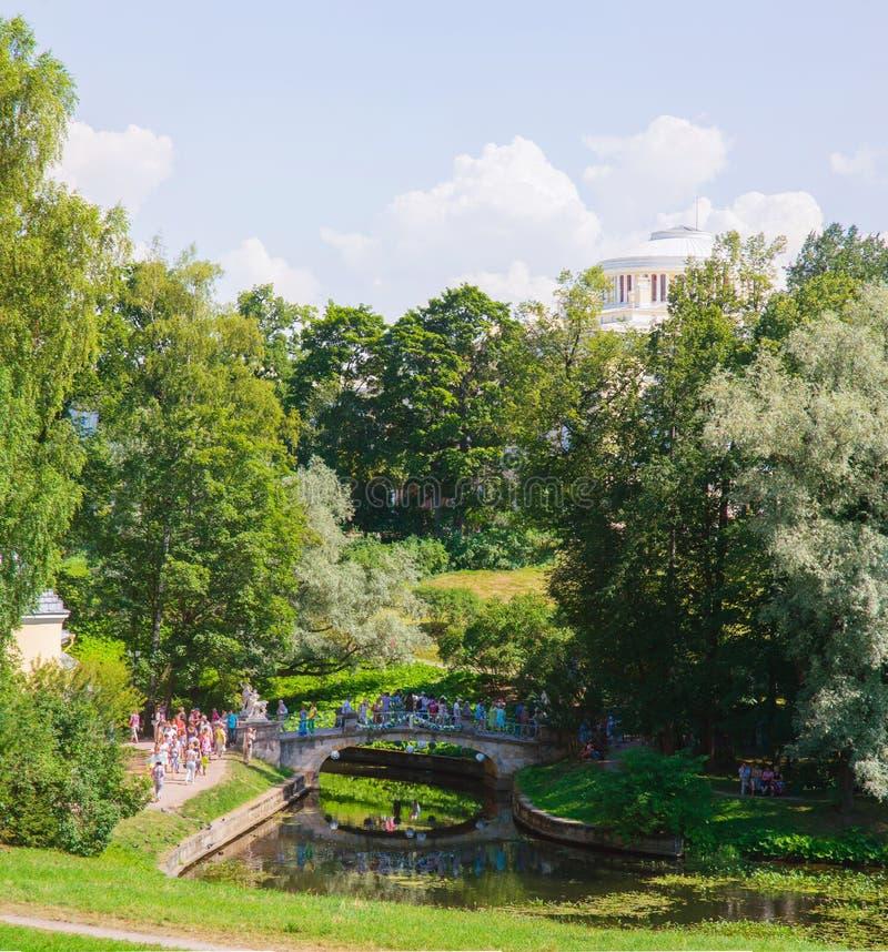 Groot paleis in Pavlovsk parkst. petersburg Rusland stock foto's