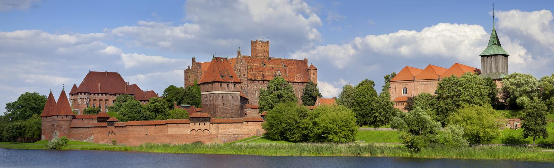 Groot panorama een oud middeleeuws kasteel in Malbork - Polen royalty-vrije stock afbeelding