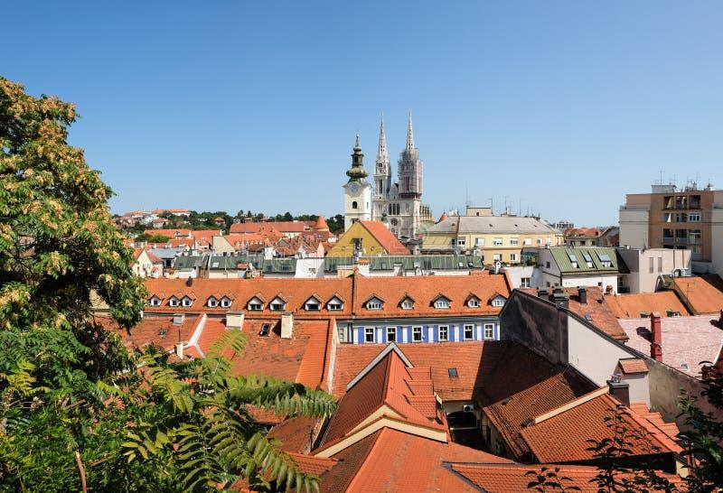 Groot panorama op oude stad van Zagreb stock afbeeldingen