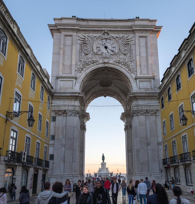 Groot panorama van Arco DA Rua Augusta - Rua Augusta Arch is een steen, de triomfantelijke boogachtige, historische bouw in Lissa stock afbeelding