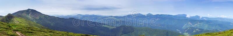 Groot panorama van de Oostelijke Karpaten, de Oekraïne royalty-vrije stock afbeelding