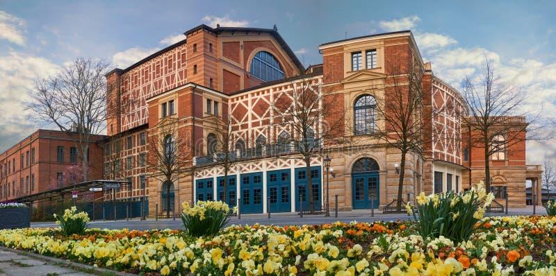 Groot panorama van Wagner Festival Theatre in Bayreuth, Duitsland Theater van de beroemde Duitse componist Richard Wagner royalty-vrije stock afbeeldingen
