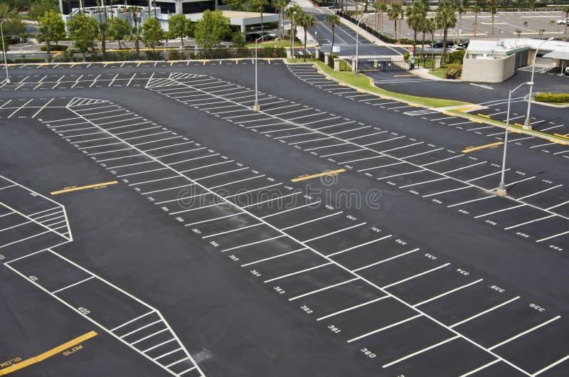 Groot parkeerterrein stock afbeeldingen