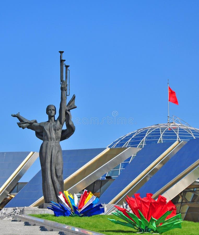 Groot Patriottisch Oorlogsmuseum in Minsk dichtbij Obelisk, Stela-monument royalty-vrije stock foto