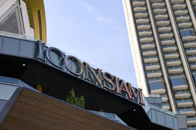 Groot project van het warenhuis van Pictogramsiam met flat bij Chao Phraya-rivieroever royalty-vrije stock foto