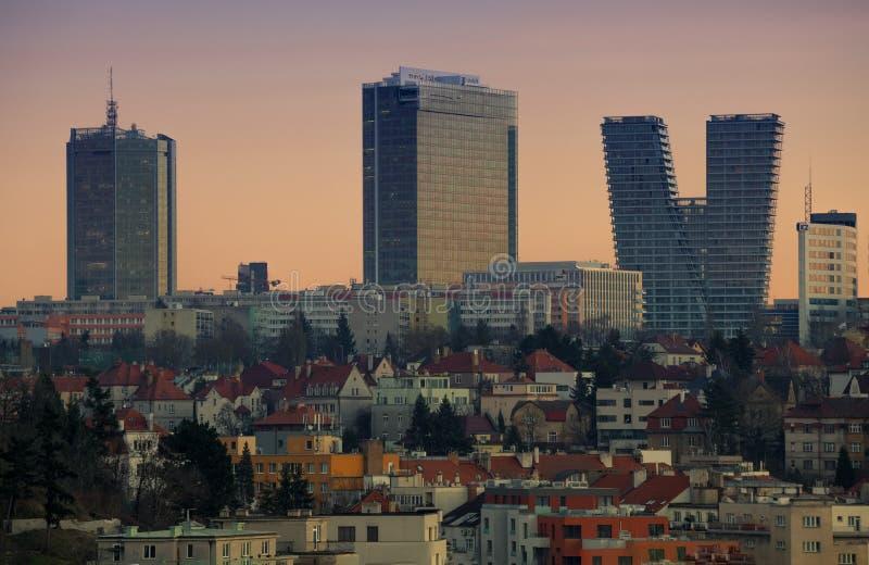 Groot stadspanorama in zonsondergang, Praag, Tsjechische republiek stock afbeelding