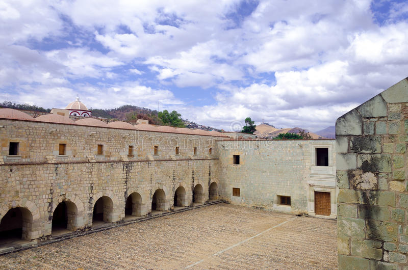 Groot Terras in Klooster in Oaxaca stock foto's