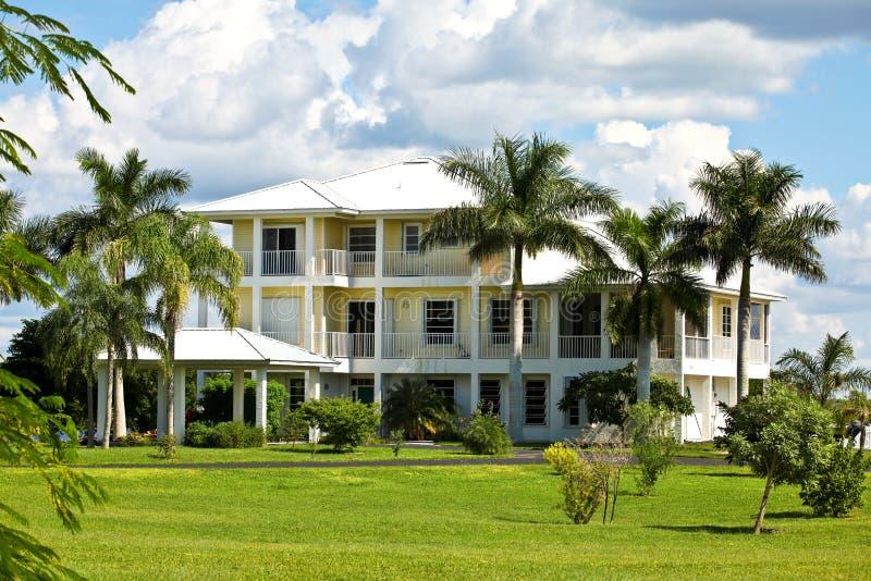 Groot tropisch huis in Florida royalty-vrije stock foto's