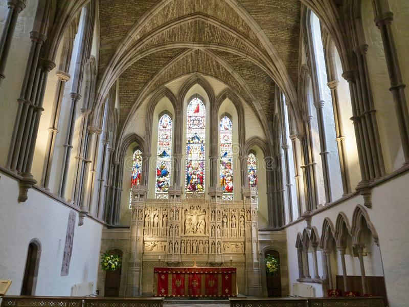 Groot venster van de kathedraal stock afbeelding